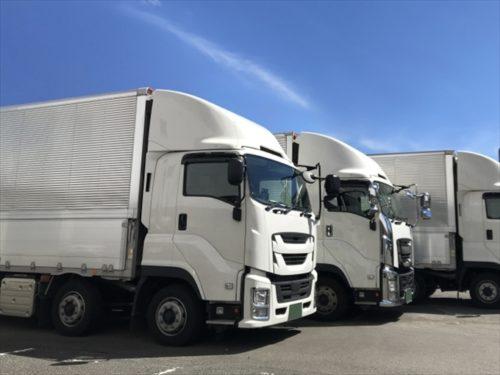 大型トラックと普通車の違い