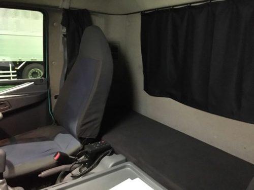 三菱ふそう4トン車|寝台ベッドの画像2