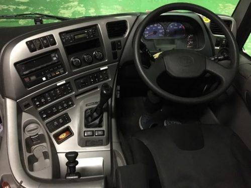 日産UDクオンの車内の画像