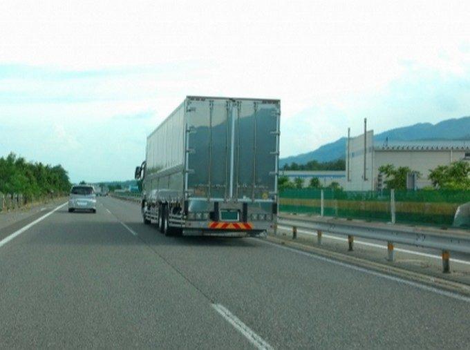 大型トラックのリミッター解除