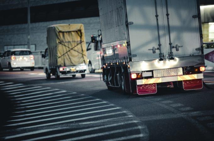 大型トラックのライトカットの意味とは!
