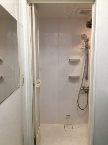 ガソリンスタンドのシャワー室