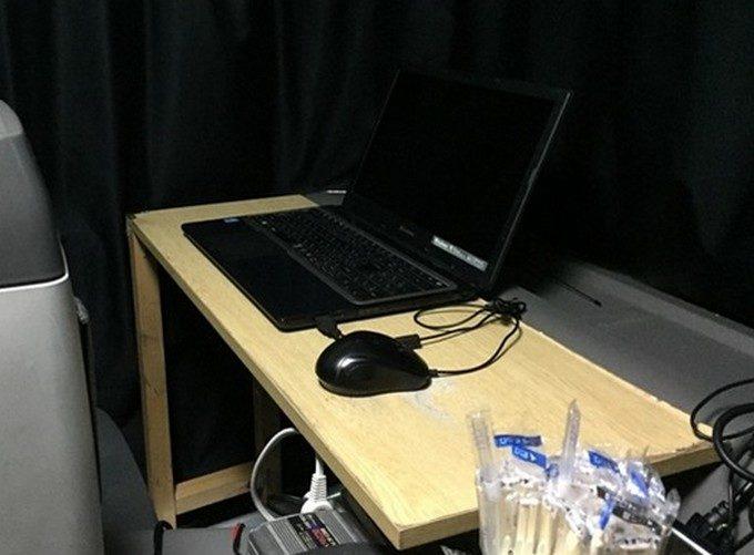 車内用のパソコンデスク